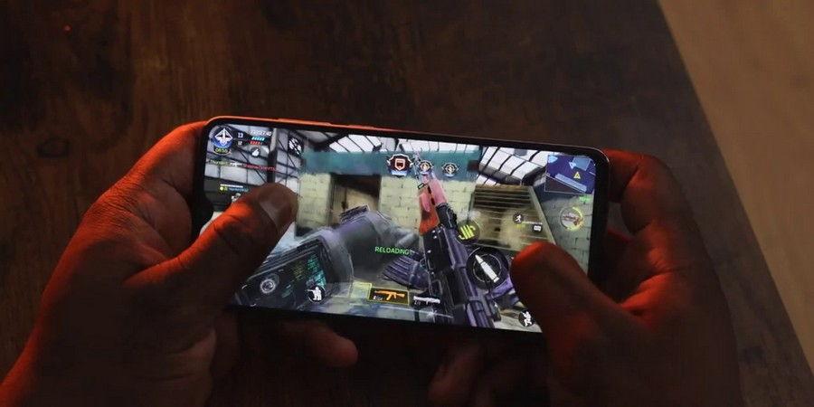 На этом телефоне можно играть